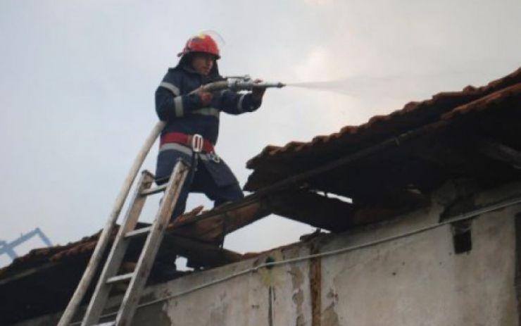 Incendiu la un atelier de tâmplărie