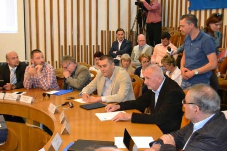 COMPROMIS. Consilierii locali au votat: Bani mai puţini pentru Olimpia!