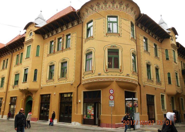 Faţadele Palatului Stern din Oradea, restaurate