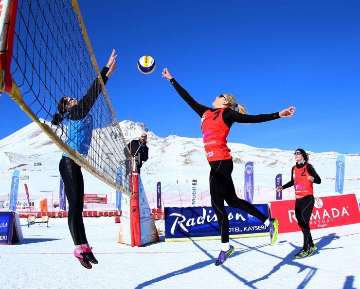 Adriana Matei și Beata Vaida au câștigat prima etapă a CEV Snow Volleyball European Tour