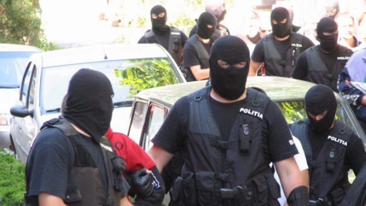 Descinderi masive ale polițiștilor în Apa. 64 de persoane, legitimate