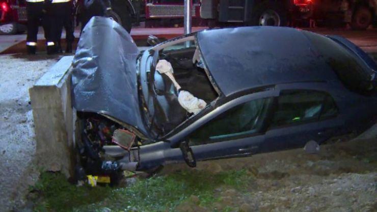 Un bărbat din Sărmășag a intrat cu mașina într-un cap de pod. Șoferul era beat