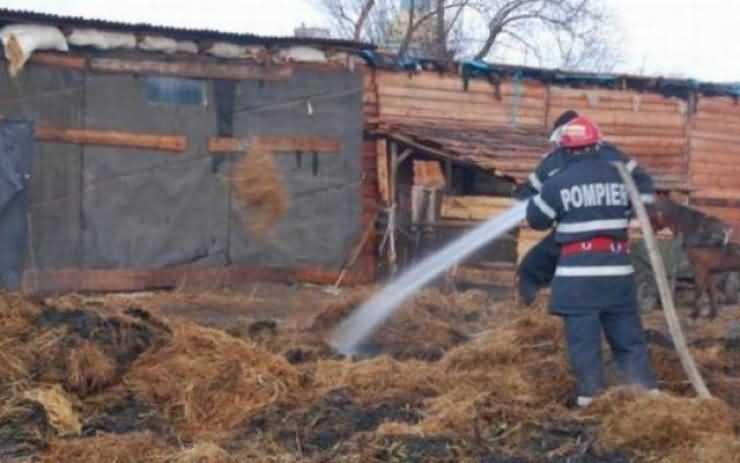 Incendiu violent la o casă din Turulung