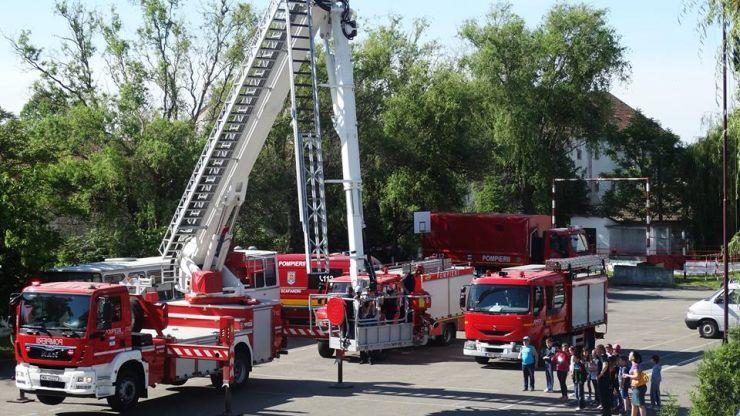 Pompierii își deschid ușile, de Ziua Mondială a Educației