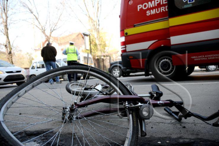 Biciclistă accidentată de un șofer care nu a acordat prioritate de trecere