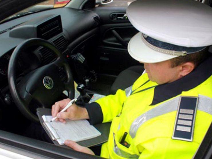 Unsprezece permise de conducere, reținute în weekend