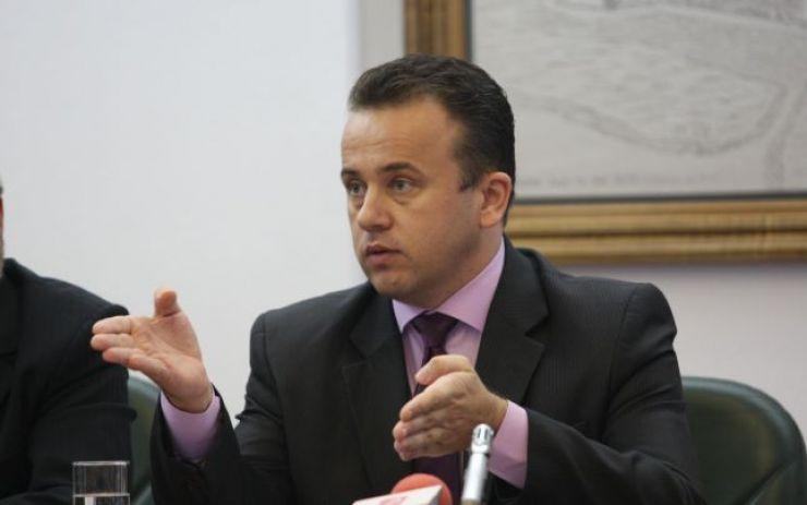 Ministrul Educației: Niciun material auxiliar nu mai este valabil începând de astăzi
