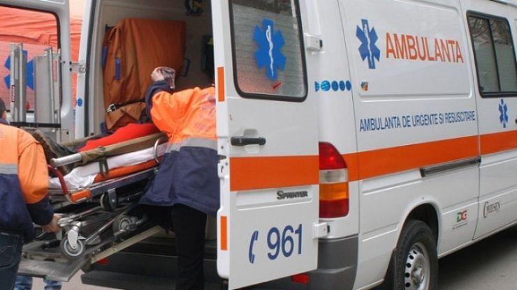 Trei persoane rănite într-un accident