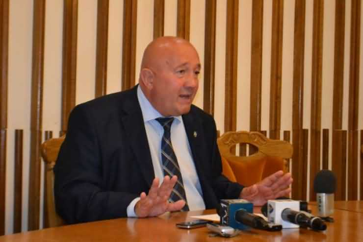 Primarul Dorel Coica îi explică președintelui Consiliului Județean CUM se alege un viceprimar