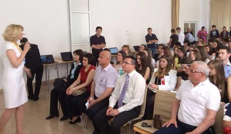 Andreea Paul: 15 calculatoare și o multifuncțională donate Liceului Tehnologic Ioniță G. Andron din Negrești Oaș
