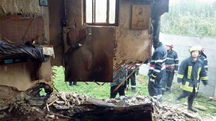Incendiu la biserica de lemn din Lazuri