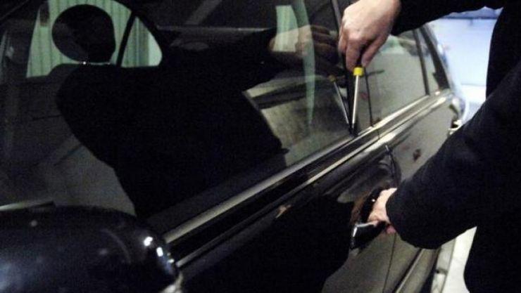 Spărgător de mașini, prins și arestat. Ultima spargere, pe strada Vânătorilor din Satu Mare