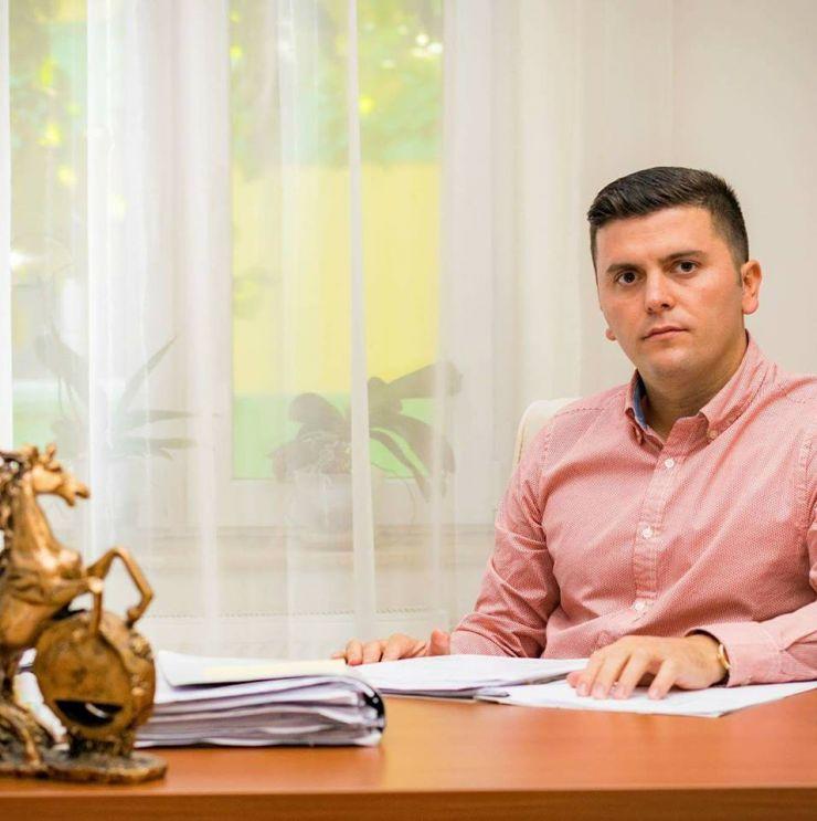 """Adrian Cozma """"mulțumește"""" primarului pentru cadourile oferite sătmărenilor"""