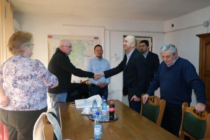 Primarul Tășnadului l-a asigurat pe prefect că sediul Primăriei va fi inaugurat la finele lunii mai