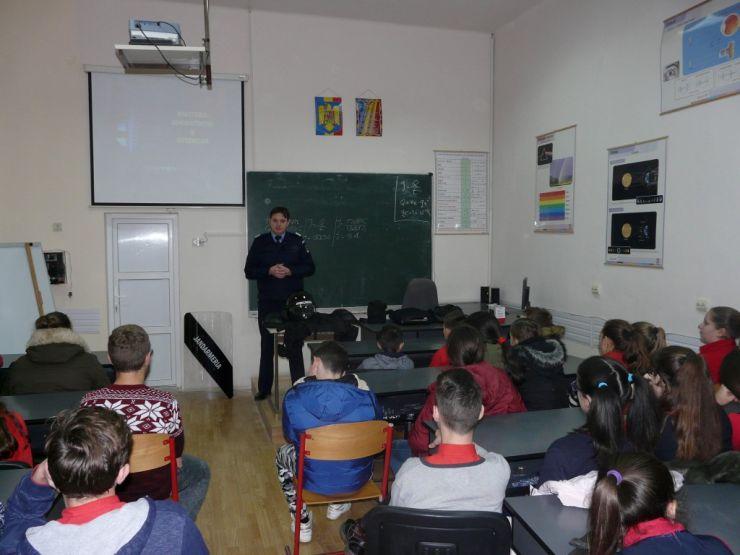 Vizita jandarmilor la Şcoala Generală şi Liceul Tehnologic  din Tăşnad