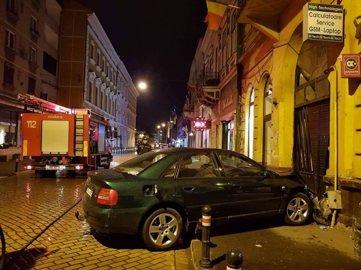 Accident rutier în centrul municipiului. Instalație de alimentare cu gaz avariată