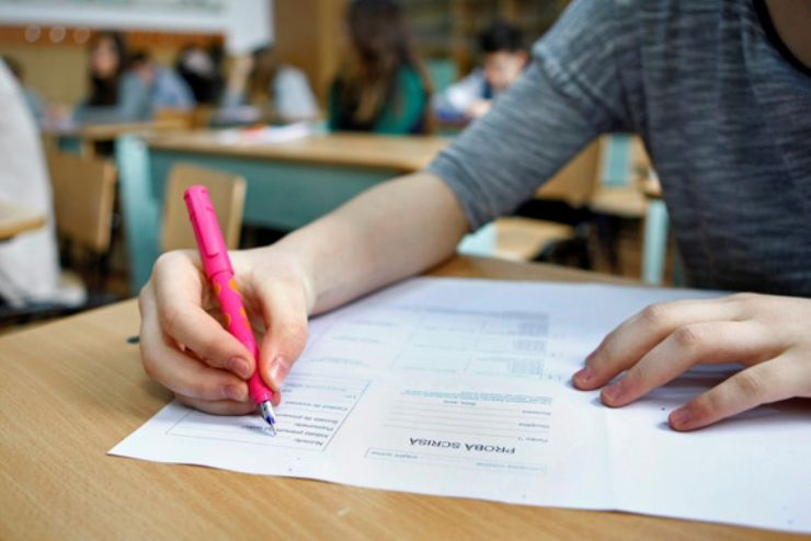 Evaluare Națională.  2.433 candidați au susținut proba scrisă la Matematică