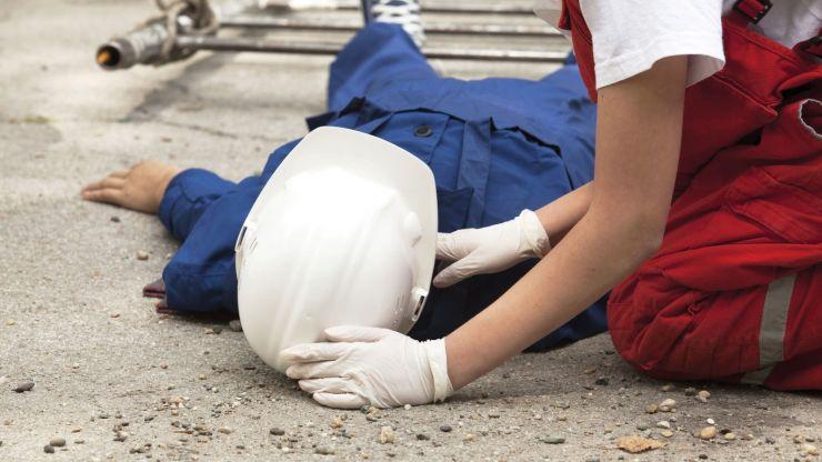 Accident de muncă | Un muncitor a căzut de pe o schelă