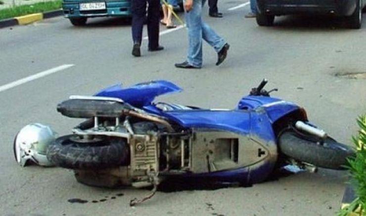 Accident grav | A intrat cu mopedul în șanț
