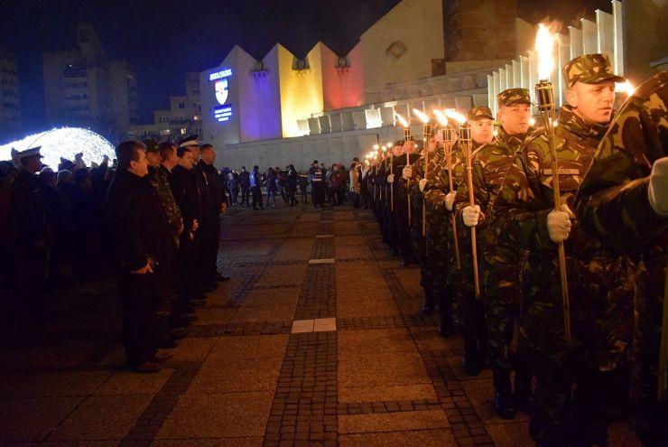 Ziua Naţională a României s-a încheiat cu o ceremonie de retragere cu torţe