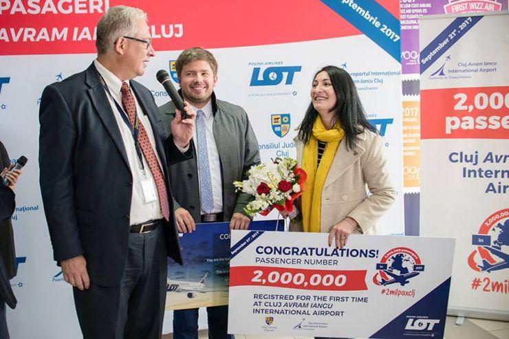 Aeroportul Internațional Cluj a premiat o sătmăreancă, pasagerul cu numărul două milioane