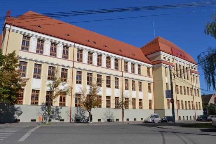 "Cabinet stomatologic modern la Colegiul Național ""Mihai Eminescu"""