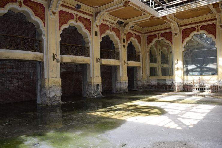 Proprietarii hotelului Dacia, obligați să efectueze lucrări de conservare