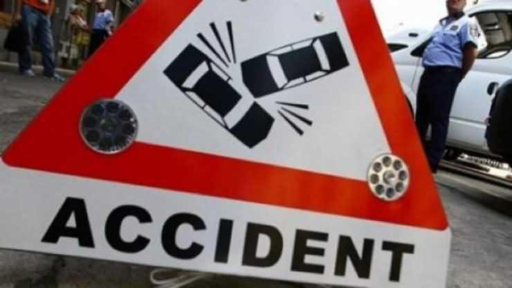 Accident de circulație GRAV la Supur. Un pasager a rămas încarcerat