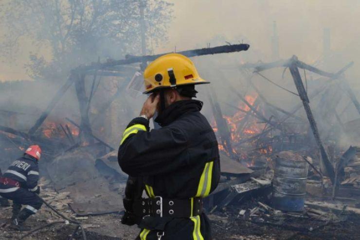 Incendiu devastator într-o gospodărie din Lipău. Flăcările au mistuit o tonă de porumb