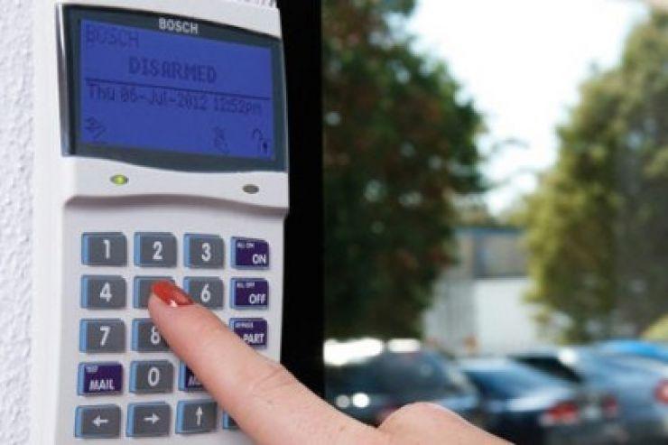 Cercetați penal pentru că au instalat sisteme de alarmă împotriva efracției fără a deține licență în acest scop