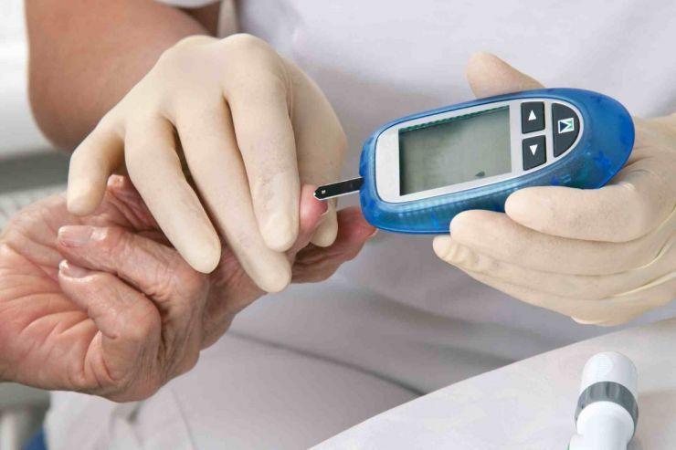 Sătmărenii își pot testa gratuit glicemia și tensiunea, de Ziua Mondială a Diabetului