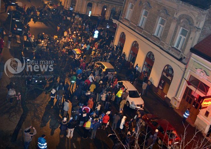 """Peste 2.000 de sătmăreni au ieșit în stradă: """"Jos Guvernul!"""""""