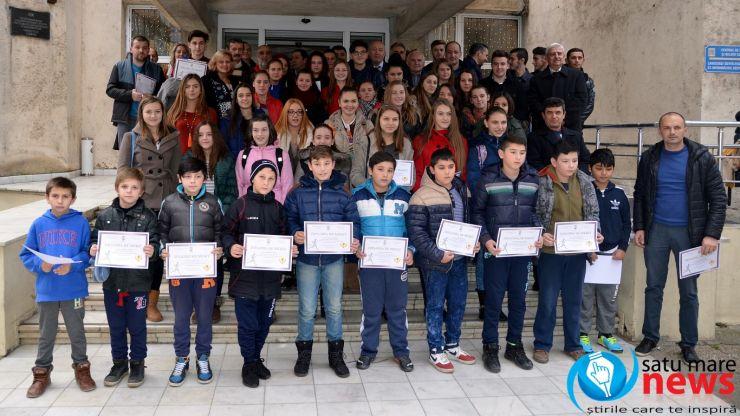 Primarul Dorel Coica a premiat elevii cu rezultate remarcabile la Olimpiada Naţională a Sportului Şcolar