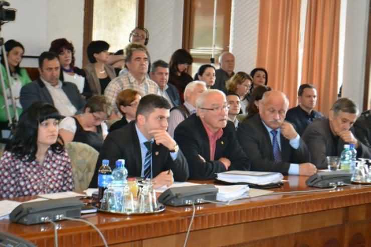 """Consilierul județean Adrian Cozma: """"Agenda de lucru a administrației sătmărene: unii cu circul, alții cu cerșitul!"""""""