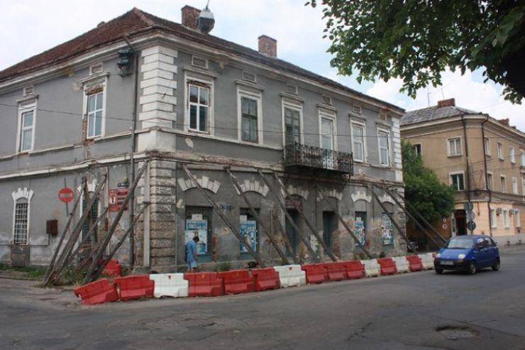Primăria vrea să reabiliteze clădirea de pe strada Rândunelelor
