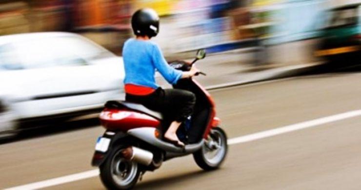 Inconștiență | Minor prins de polițiști, prin Viile Satu Mare, la volanul unui moped neînmatriculat