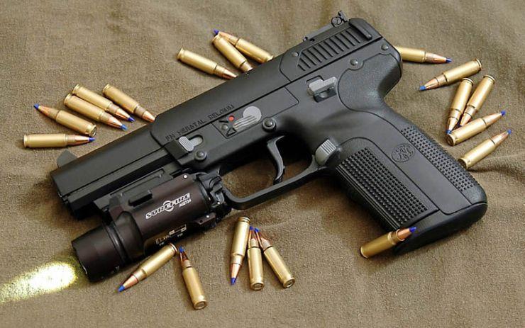 Arme deținute ilegal, confiscate de polițiști