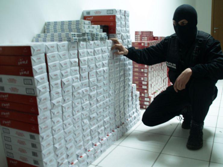 Peste 20.000 pachete cu ţigări, confiscate la frontiera de nord