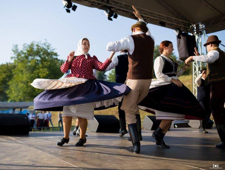 """Festivalul folcloric """"Cetatea Codrului"""" va fi difuzat astăzi la postul Etno TV"""