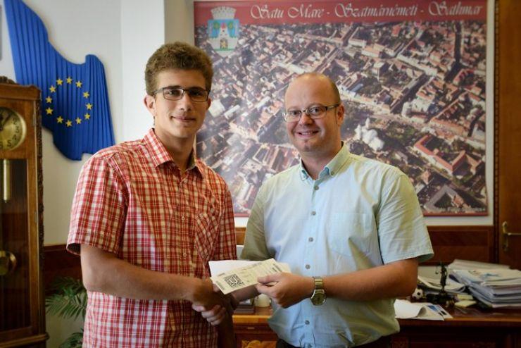 Mihai Marcian, elevul sătmărean care a obținut cea mai mare medie la Bac, premiat de primar