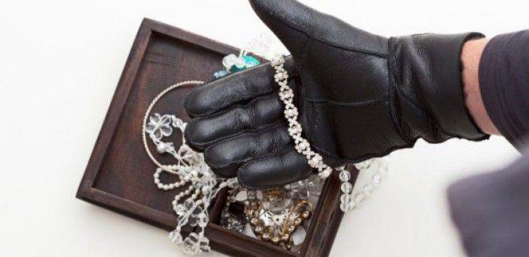 Locuință din Carei prădată de un bărbat din Tiream. Acesta a furat bijuterii din aur, cinci telefoane mobile, o tabletă și 12 ceasuri de mână