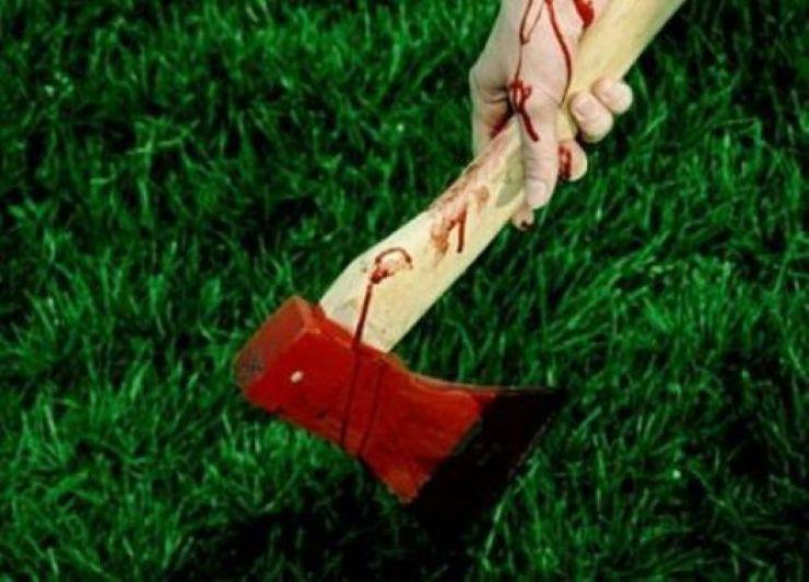 Bărbat în stare gravă, după ce un tânăr de 15 ani l-a lovit cu toporul în cap