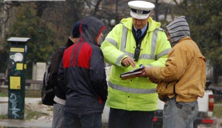 Aproape 70 de pietoni, amendați de polițiștii rutieri