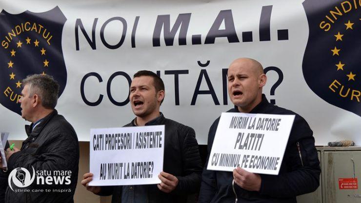 """Polițiștii sătmăreni protestează: """"Murim la datorie plătiți cu minimul pe economie"""""""