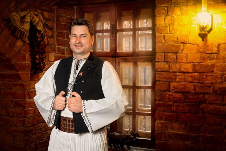 Concert de muzică populară la Sătmărel. Invitat special - Aurelian Suciu din Mediaș