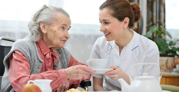 Serviciile de îngrijiri medicale la domiciliu, decontate de Casa de Asigurări de Sănătate