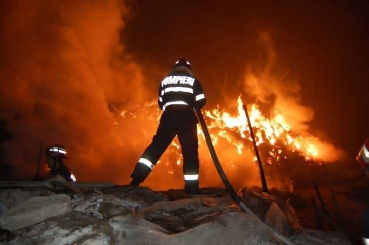 """Un weekend de """"foc"""". Incendii la două case din județ"""