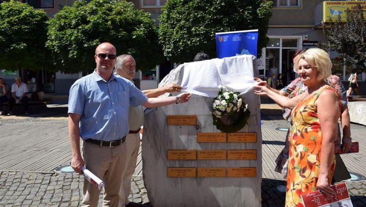 Placă memorială în amintirea scriitoarei Anna Molnar Hegedus, supraviețuitoare a Holocaustului