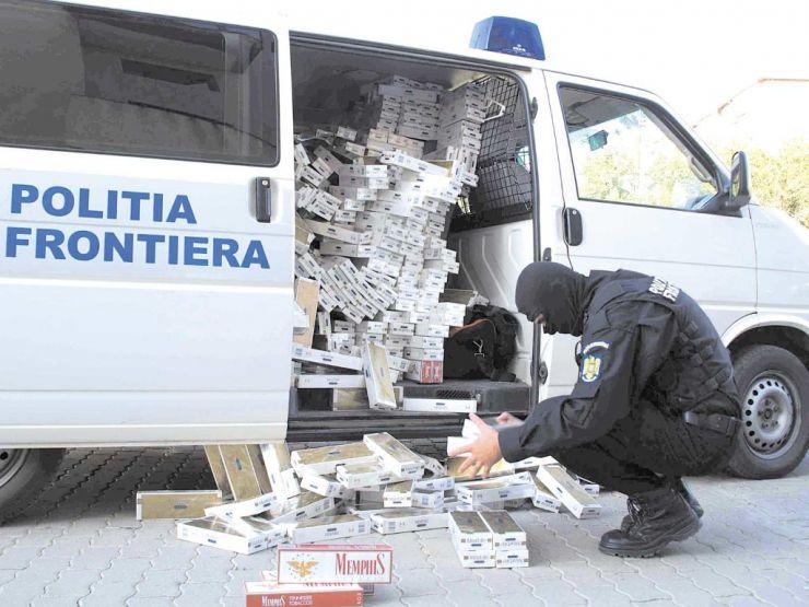 Aproximativ 12.500 pachete de ţigări de contrabandă, descoperite în mai multe autoturisme