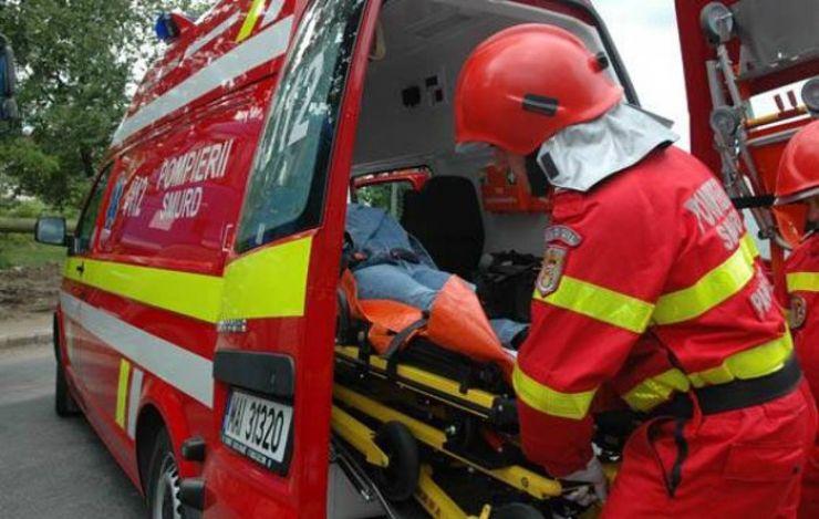 Bătrână accidentată de o mașină pe strada Ioan Slavici